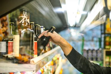 B.C. permanently extends hours for retail sale of liquor